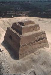 崩れピラミッド/メイドゥム