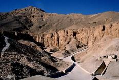 ナイルの涸れ谷に造営された王家の谷/ルクソール西岸