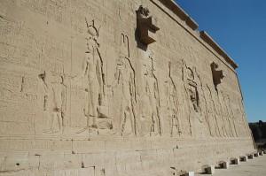 ハトホル神殿外壁のクレオパトラ7世のレリーフ/デンデラ
