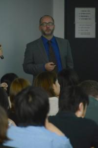 講演されるバルタ教授
